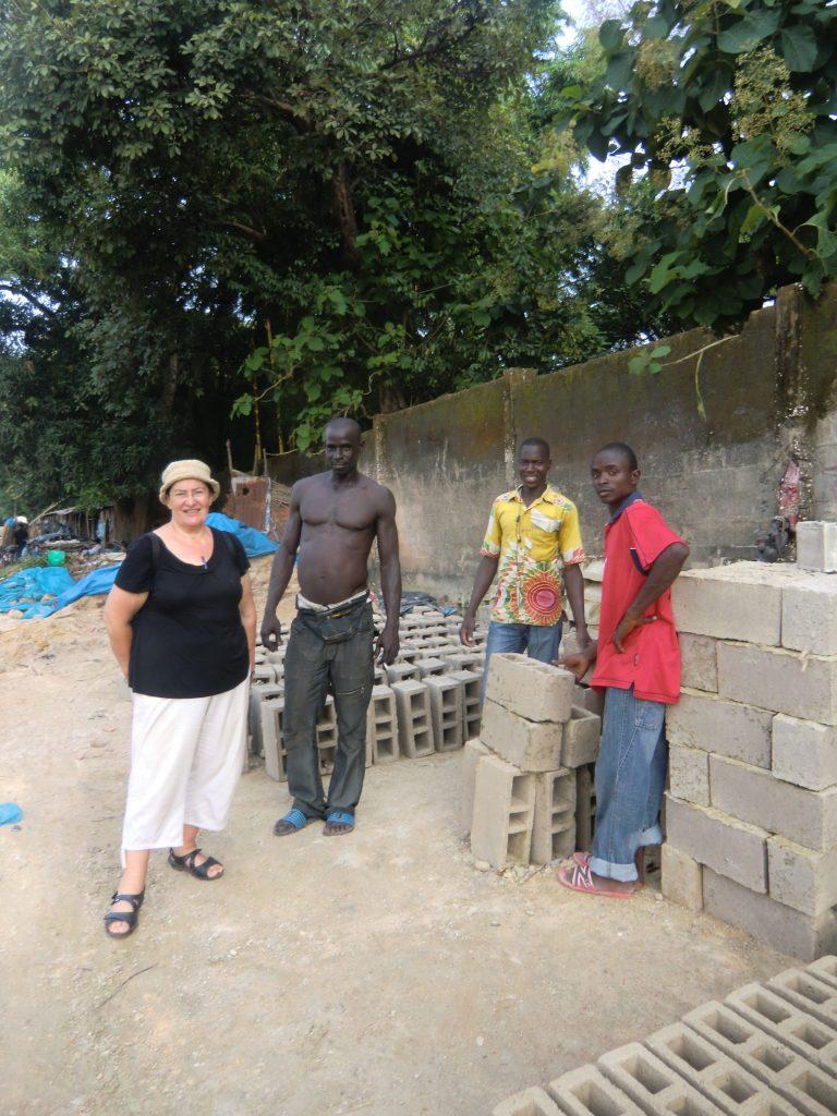 Négociations et achats des briques pour la construction du local